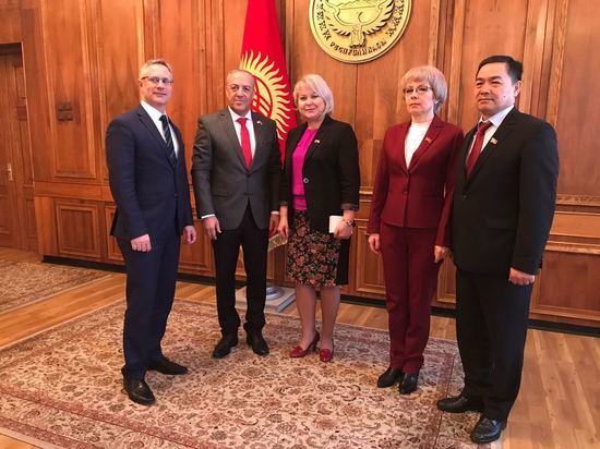 Акрам Хасон обратился к коллегам в Кыргызстане с просьбой ввести безвизовый режим