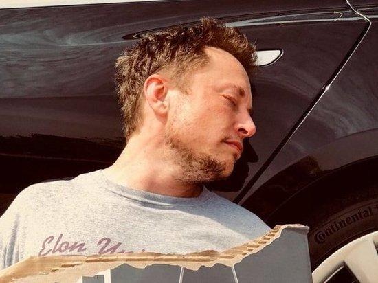 Илон Макс объявил в соцсетях о «банкротстве» Tesla