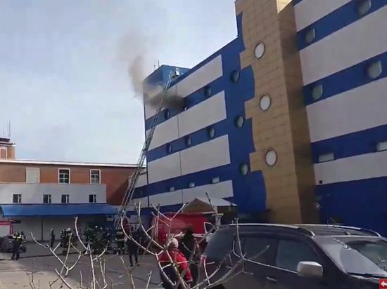 ТЦ «Персей для детей» горит на востоке Москвы