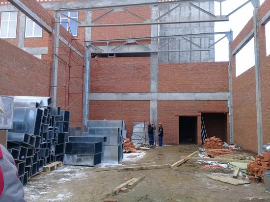 В Ивановских двориках ударными темпами строят новую школу