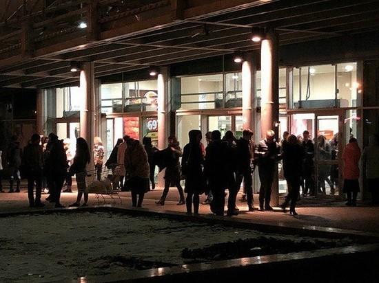 В Ульяновске из ТЦ «Лента» эвакуировали 150 человек из-за подозрительной коробки