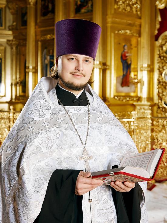 Со Светлой Пасхой поздравляет священник Игорь Чабан