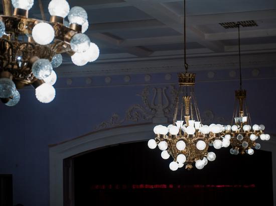 На перекрестках Астрахани установили более ста новых светильников
