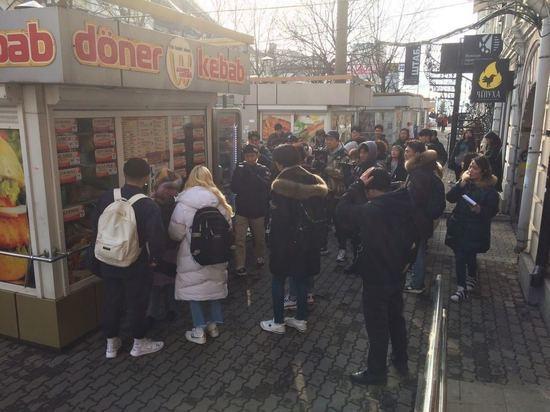 Корейские комики снимают во Владивостоке поедание шаурмы