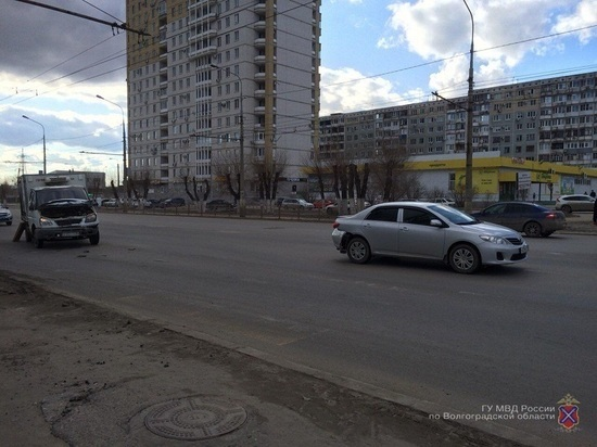 В ДТП на севере Волгограда пострадало два человека