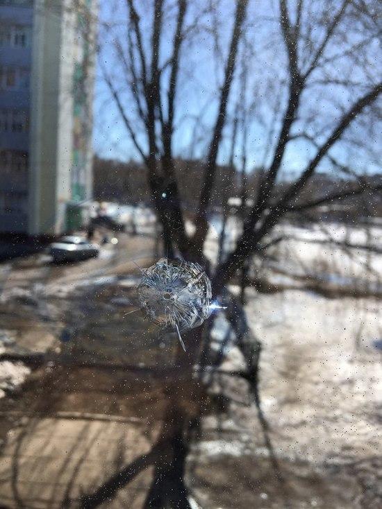 В Набережных Челнах стреляли по окнам школы