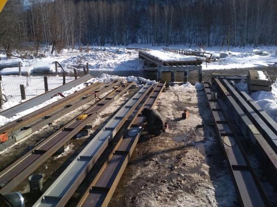 Разрушенные паводком мосты восстанавливают в Алтайском крае