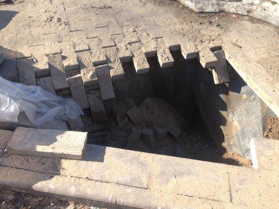 В самарском Струковском саду провалилась плитка