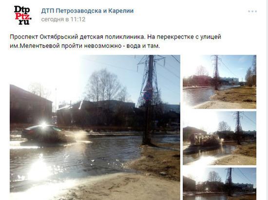Водная феерия: на Октябрьском проспекте возле поликлиники на дороге появился «бассейн»