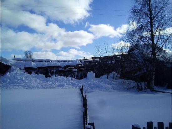 В Лоухи в аварийной «деревяшке» обвалилась крыша