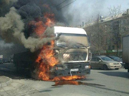 Большегруз загорелся на проспекте Гагарина в Нижнем Новгороде