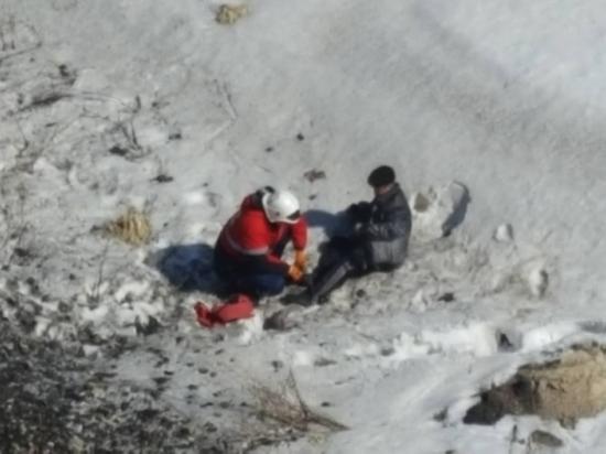 В Ульяновске спасатели помогли выбраться мужчине из оврага
