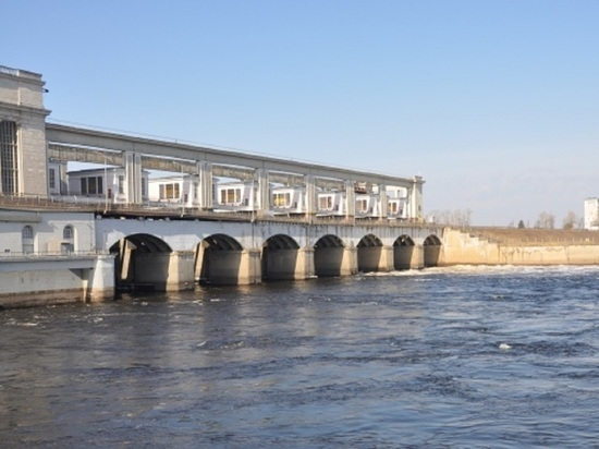 На Угличском гидроузле начат холостой сброс воды