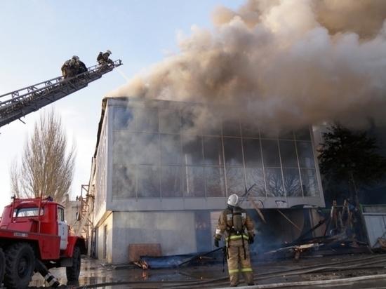 Пожар в здании возле ТРК «Звезда» в Самаре локализовали к половине девятого вечера