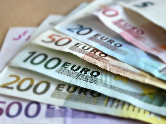 0425b781590f66ad511ab3b260957493 - Торги открылись рекордным падением нацвалюты: евро превысил 78 рублей