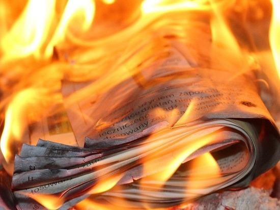 Склад макулатуры сгорел в Петрозаводске минувшей ночью