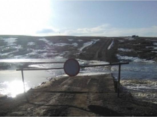 В Кваркенском районе затопило мост