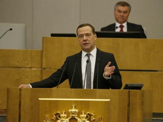 Медведев призвал обсудить повышение пенсионного возраста в РФ