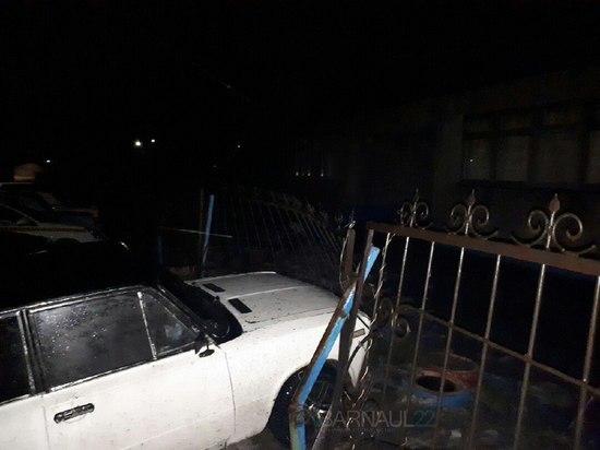 В Барнауле нашли водителя, протаранившего забор детского сада