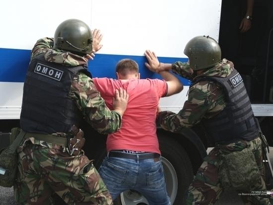 Участники сделки с оружием в Волгоградской области попали в руки закона