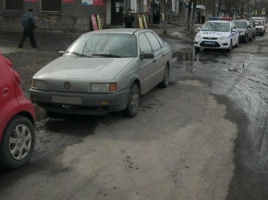 В Олонце женщина оказалась под задними колесами иномарки после маневра водителя