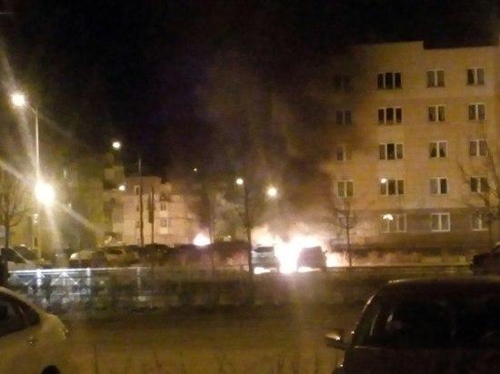 Утром в Петербурге горели четыре машины