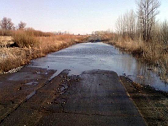 Река Орь отрезала село Крыловку от поселка Урпия