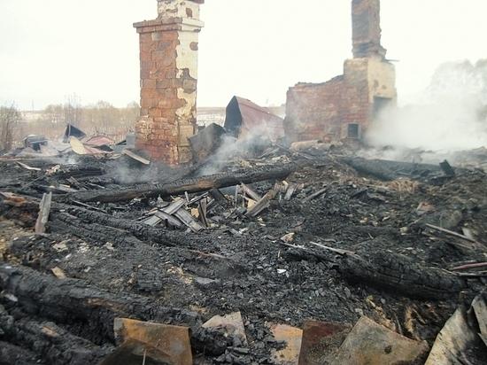 В Тверской области пожар оставил две семьи без жилья