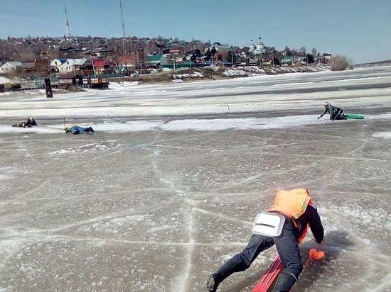 В Татарстане спасатели вытащили из воды трех рыбаков на Волге и Каме