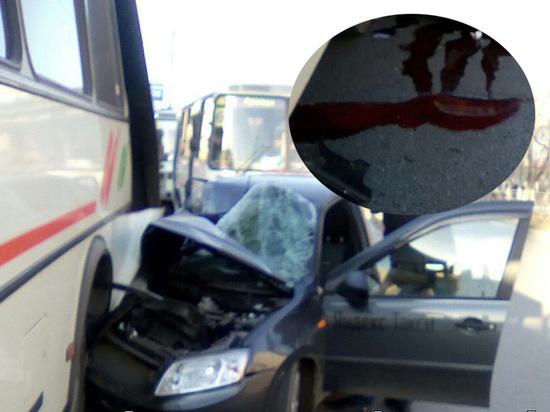 В Оренбурге таксист протаранил автобус