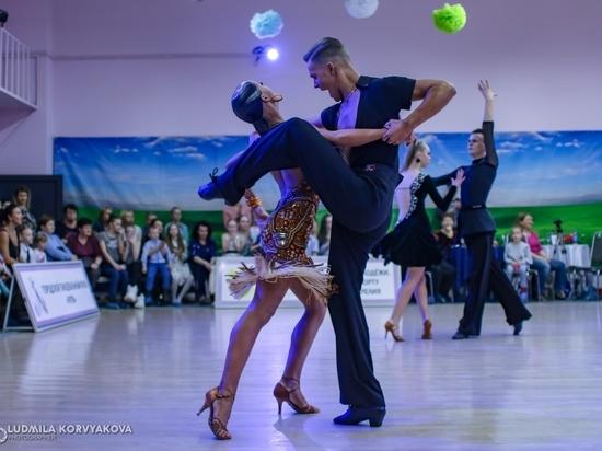 Вспышка страсти: Спортсмены-танцоры показали все эмоции на паркете в Петрозаводске