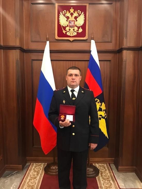Орский инспектор ГИБДД Илья Еськин награжден за спасение ребенка