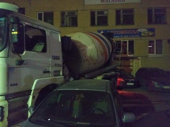 Шесть машин пострадали в ДТП с бетономешалкой