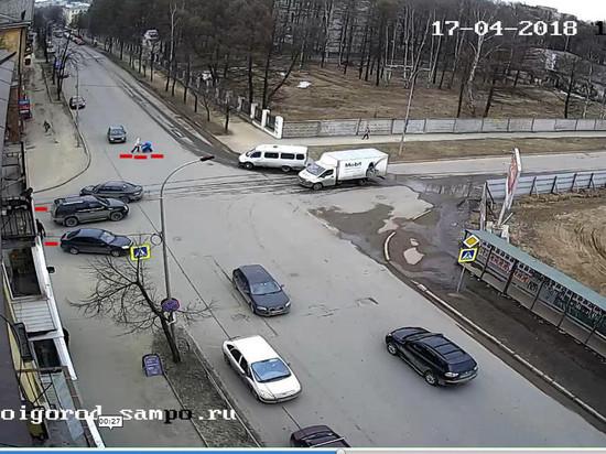Взаимосвязано: в Петрозаводске сбили пешехода из-за того, что детская коляска поехала не там?