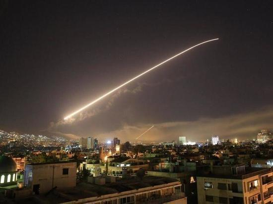 В новом ракетном ударе по авиабазе в Сирии заподозрили Израиль