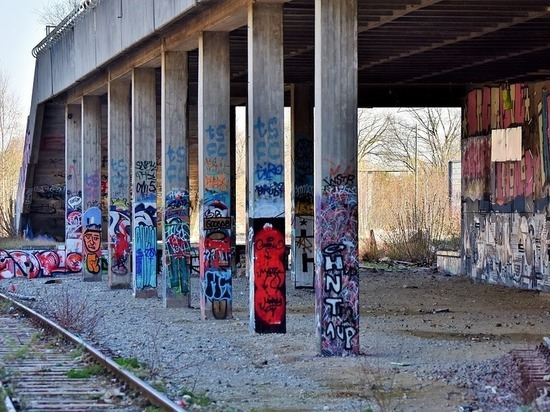 Граффити вдоль ж/д закрасят цветом РЖД передЧМ