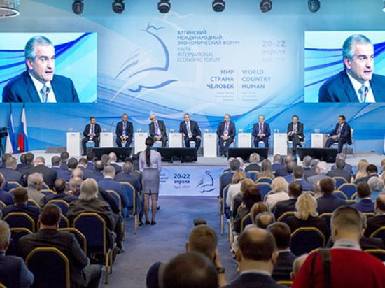 «Угрожают санкциями, но это их проблема»: зачем иностранные гости съехались в Ялту