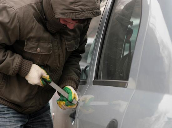 У экс-чиновника из Дагестана в Москве угнали авто за 6,5 млн