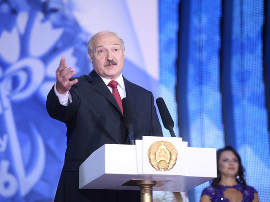 """""""По-другому не умеем"""": Лукашенко призвал белорусов не пить водку литрами"""