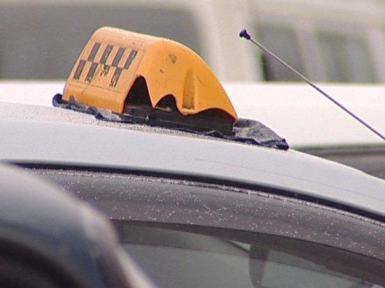 Петербуржец избил таксиста иуехал наего машине