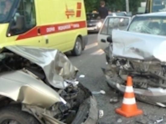 Крупная авария с участием пассажирского микроавтобуса произошла под Тулой