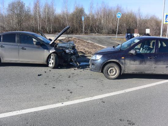 Два человека пострадали при столкновении двух авто в Чебоксарах