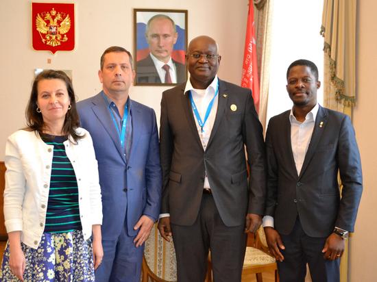 Пошла по иностранцам: в Ялте подписали меморандум с африканцами и встретились с итальянцами