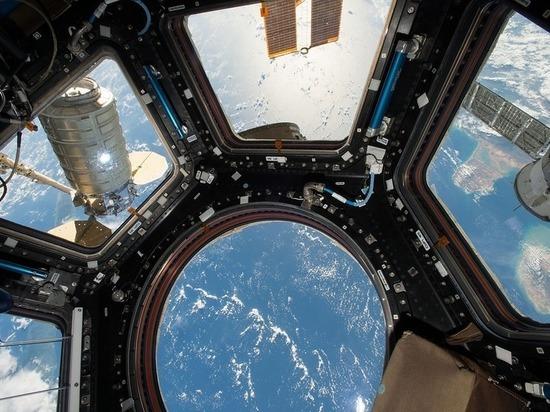 Желтая примесь: русские космонавты вынуждены пить американскую воду