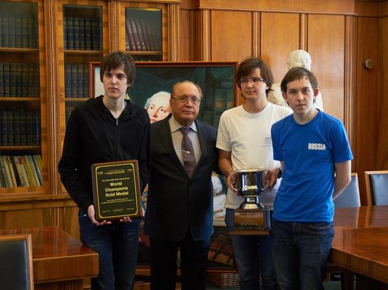 Победившая в чемпионате мира по программмированию команда МГУ объяснила успех