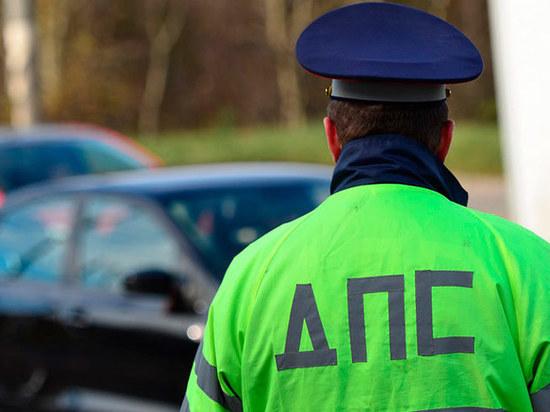 Инспектор ДПС в Калужской области помог местным жителям спастись от пожара