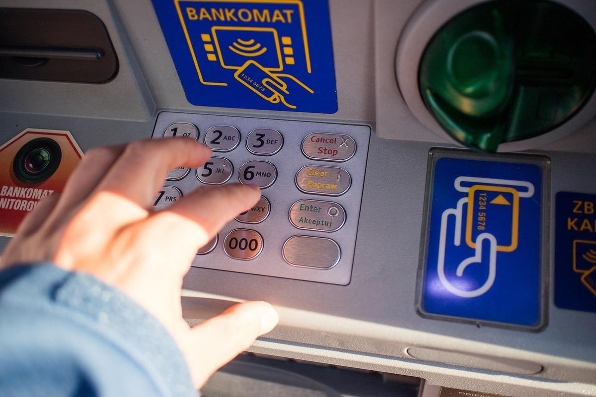 СМИ: В России участились случаи взломов банкоматов с помощью BlackBox