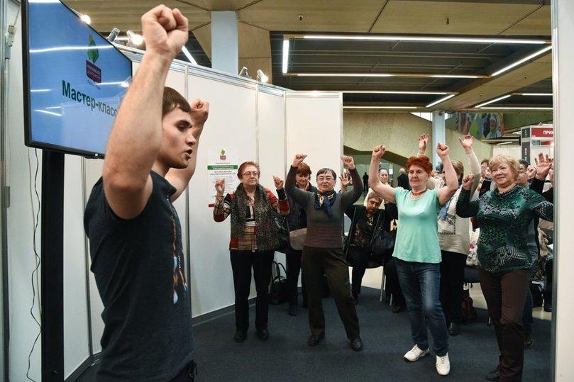Не старики, а взрослые: московские пенсионеры учат английский и танцуют сальсу - Общество, Москва
