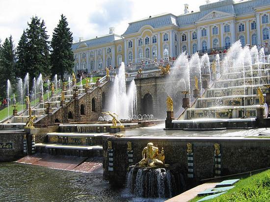 ВПетергофе стартовал сезон фонтанов— Прямое включение