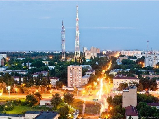 ВСамаре запустили подсветку телебашни, накоторой проглядывают символикаЧМ итриколор
